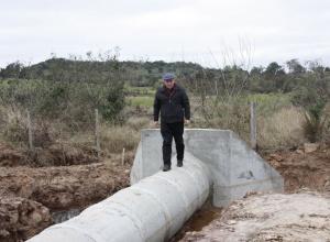 Prefeitura inicia a construção de bueiros no interior de Dilermando de Aguiar
